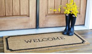 http://www.sweetthreadsdesign.com/blog/welcome-home-front-door-spring-decor